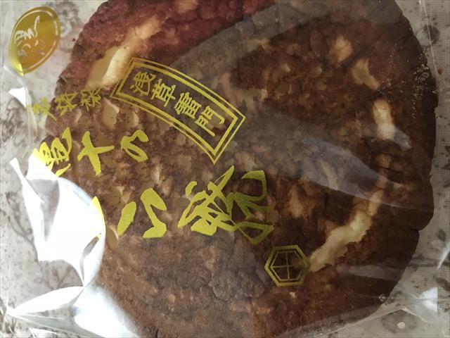 浅草、御菓子司 亀十のどら焼きは最高においしいです。